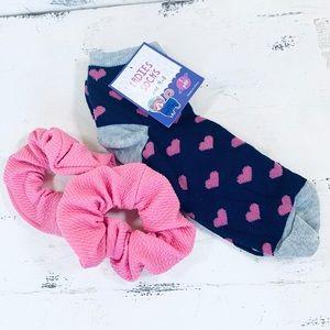 NWT Valentines Day Heart 💜Socks & ScrunchiesBlue